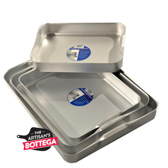 baking tray with recess handle